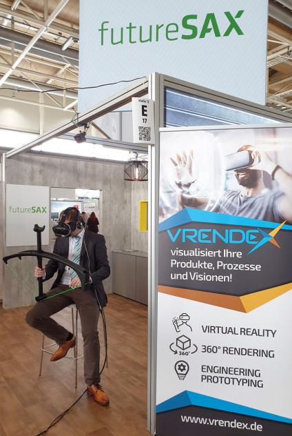 Bild des Standes mit Prototyp und VR-Brille
